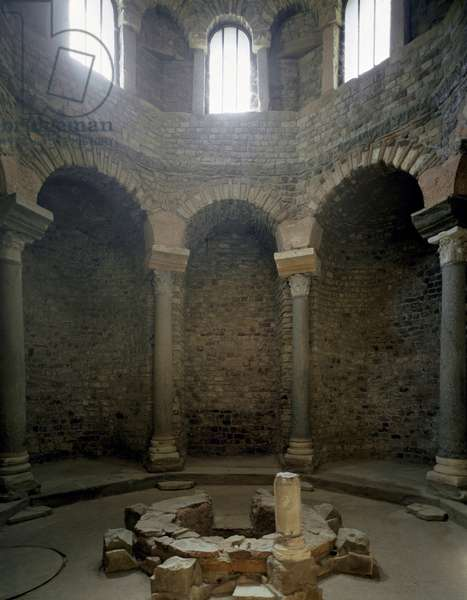 View of the interior of the baptistery, 5th century (photography)