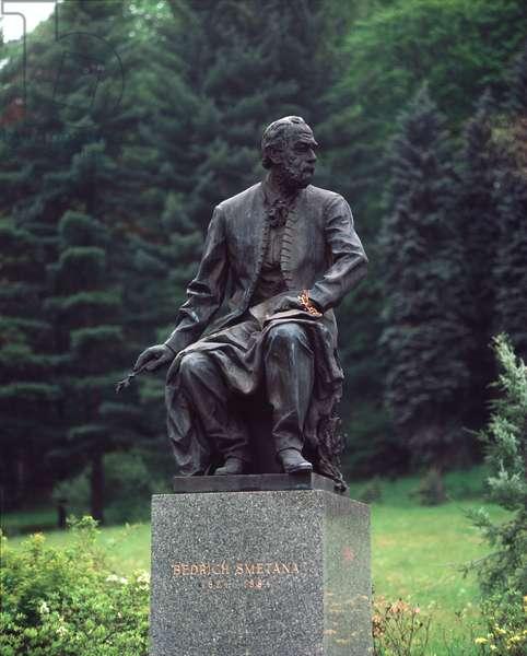 Monument to Bedrich Smetana, Karlovy Vary (photo)