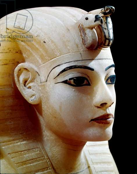 Antiquite egyptienne : couvercle de canope en albatre representant le visage du pharaon, Provenant du tresor de Toutankhamon (Tout-ankh-amon ou Tutankhamun) (1345-1327 avant JC) 18eme dynastie, retrouve dans la Vallee des rois, Thebes, 1342 avant JC - Le Caire, musee egyptien ---  The Pharaoh Tutankhamun (1345-1327  BC) - Lid of an Alabaster Canopic Jar, Part of Tutankhamun's Treasures, c.1340 BC, From the Tomb of Tutankhamun, Valley of the Kings, Thebes - Egyptian Museum, Cairo, Egypt