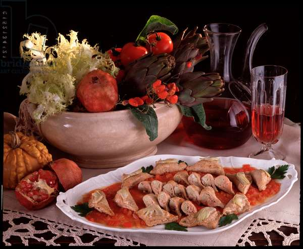 Food: specialite italian, calf slippers with artichokes (Food still life: portafogli with veal and artichokes, traditional dish) Italy