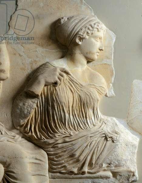 "Greek art: """" the goddess Artemis"""""""" frieze of the Parthenon. Marble relief stockings. 447-432 BC. Athenes, Acropolis Museum"