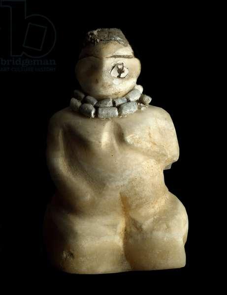 Basse Mesopotamia, Iraq, Sumerian art: statuette in albatre of a kneeling woman from the site of Tell es-sawwan (es Sawwan). 3000 BC. Dim. 9.4 cm Baghdad, National Iraq Museum - Lower Mesopotamia, Iraq, Sumerian Art: alabaster figurine of a kneeling woman from Tell es-sawwan. 3000 BC. 9.4 cm. National Museum, Baghdad, Iraq