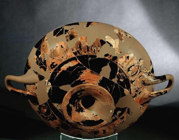 Art grec: kylix de type B representant un jeune aurige couronne monte sur un char, Terre cuite d'Euphronios (circa 535-470 avant JC)