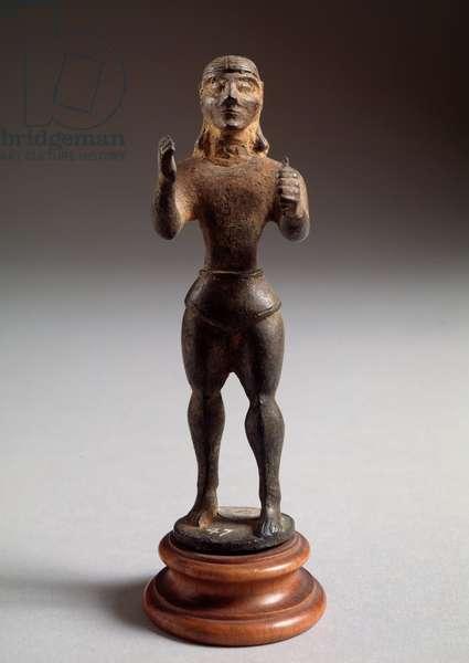 "Etruscan civilization: """" gun offering figure"""" Bronze sculpture, 625-600 BC Dim 12 cm (Etruscan art, offering figure, bronze sculpture, 625-600 BC, Dim 12 cm) Florence, Museo Archeologico"