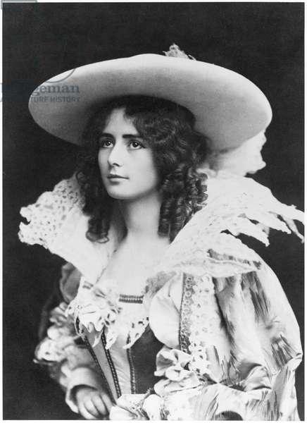 Cleo de Merode dressed in a 17th century costume (b/w photo)