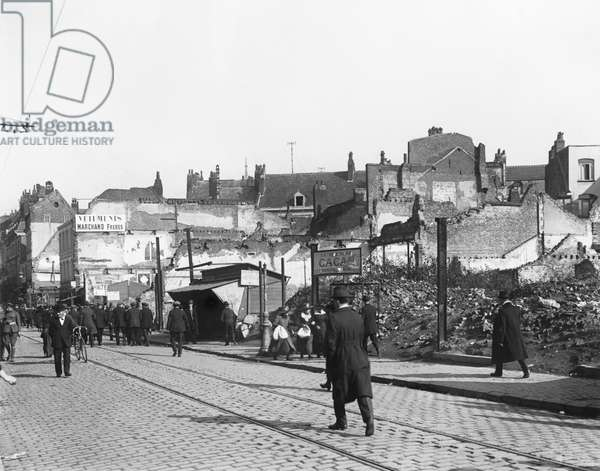 Ruins, Rue de Bethune, Lille, 1918 (b/w photo)