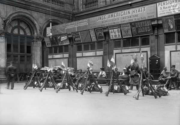 Departure of mobilised soldiers, guards waiting at Gare de l'Est, Paris, August 1914 (b/w photo)