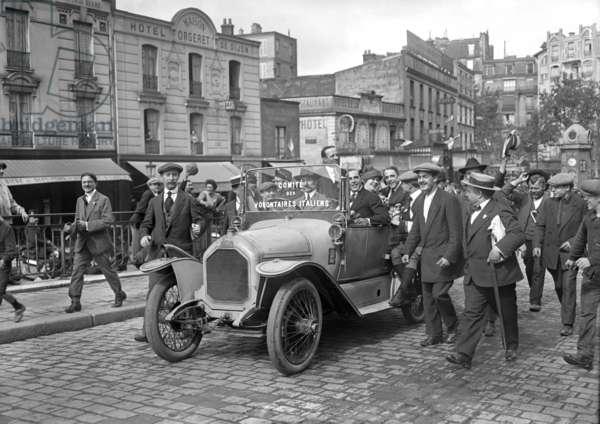 Italian volunteers surrounding Garibaldi Brothers' car, Gare de Lyon, Paris, 1914 (b/w photo)