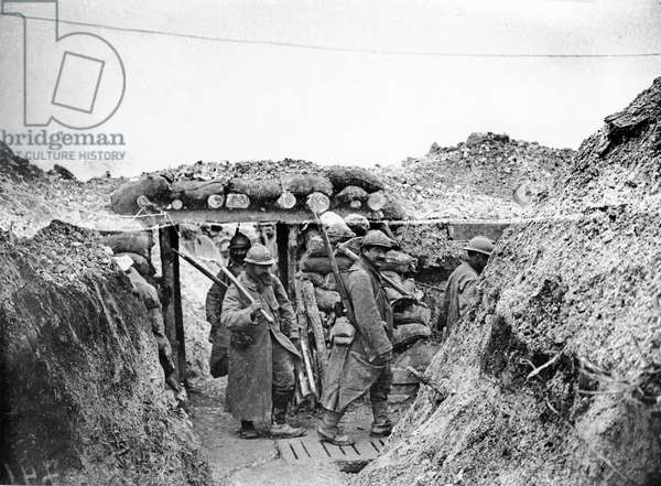 Relief soldiers in a trench in Champagne, 1915-16 (b/w photo)