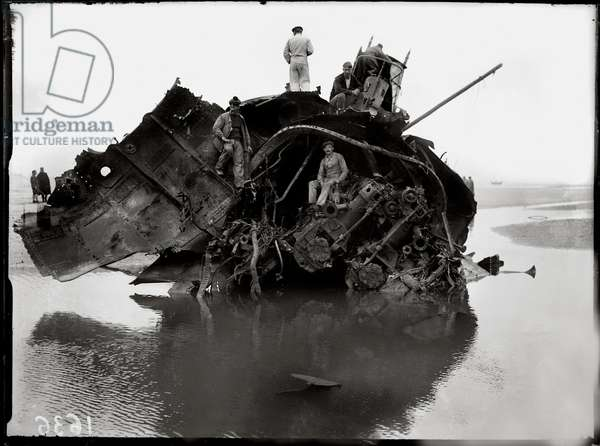 German Submarine lying high and dry at Wissant, 1917 (b/w photo)