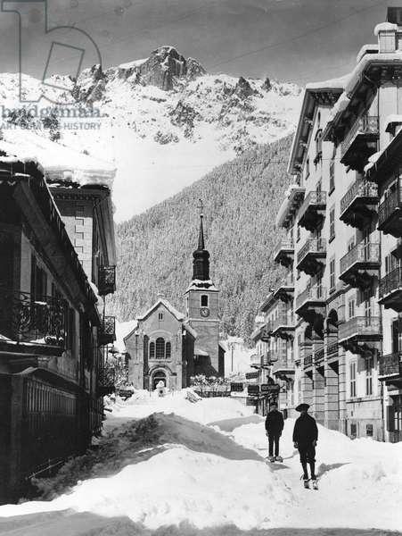 Church square in Chamonix, in winter (b/w photo, c.1900)