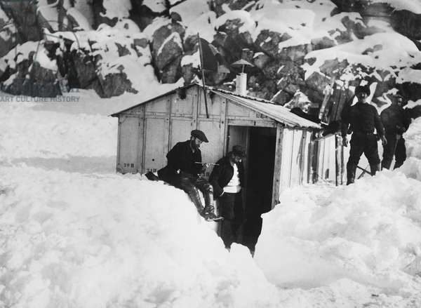 Expedition led by Jean Charcot (1867-1936) in the antarctic region showing a house that could be dismantled, c. 1903-05 (b/w photo)
