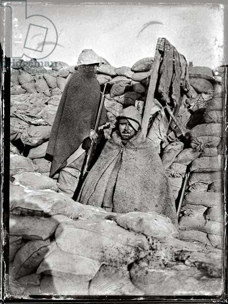 Soldier in a trench at Nieuwpoort, 1915 (b/w photo)