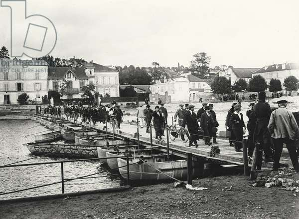 Passers-by walking on a temporary bridge after the Battle of the Marne, 1914 (b/w photo)