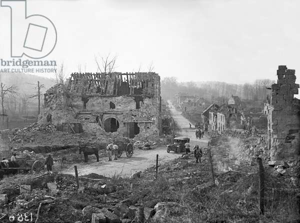 Ruins of Tracy-le-Val, Oise, 1917 (b/w photo)