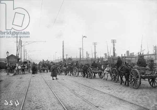 Supplying the Indian army, c.1915 (b/w photo)