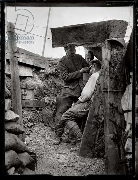 A barber in a trench, c.1916 (b/w photo)
