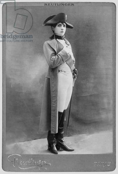 Eve Lavalliere (1868-1929) (b/w photo)