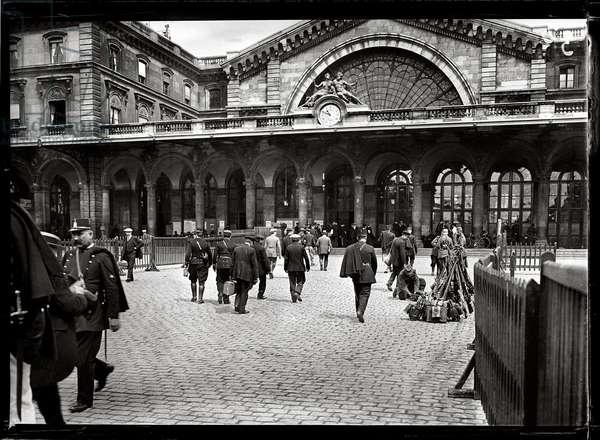 Departure of Mobilised Soldiers, at Gare de l'Est, Paris, August 1914 (b/w photo)