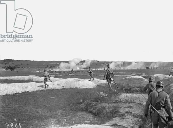 French infantry advancing in extended order, Champagne, 1917 (b/w photo)