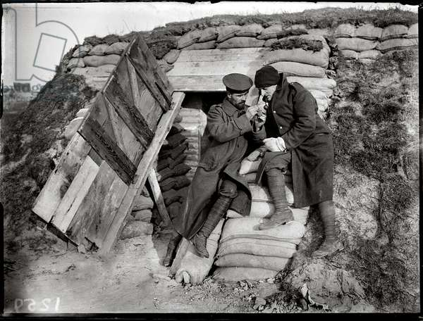 English soldiers in a shelter made of sandbags, 1915 (b/w photo)