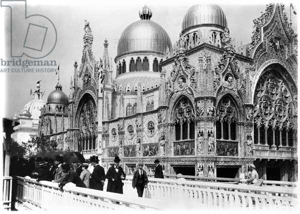 The Italian Pavilion at the Universal Exhibition, Paris, 1900 (b/w photo)