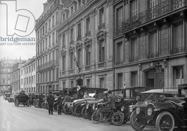 Headquarters of the French Red Cross, 21 rue Francois 1er, Paris, 1914 (b/w photo)