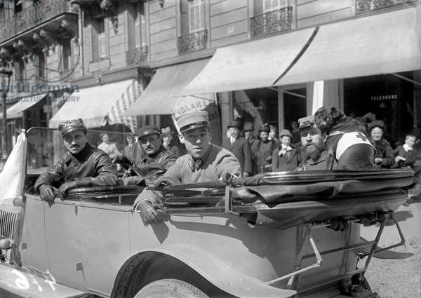 Celebrating the disabled ex-servicemen at the Trocadero, doctors of the Russian ambulances, Paris, 15th April 1915 (b/w photo)