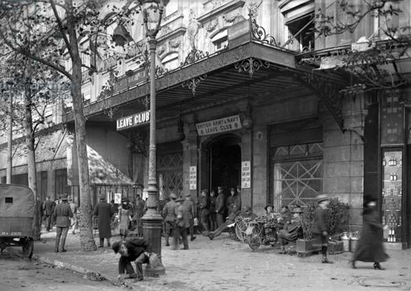 The Modern Hotel converted into the British Army and Navy Leave Club, Plade de la Republique, Paris, 1918 (b/w photo)