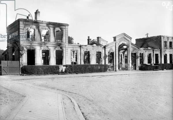 Train station, Senlis, late 1914 (b/w photo)