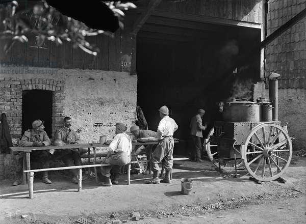 Kitchen in a camp, c.1916 (b/w photo)