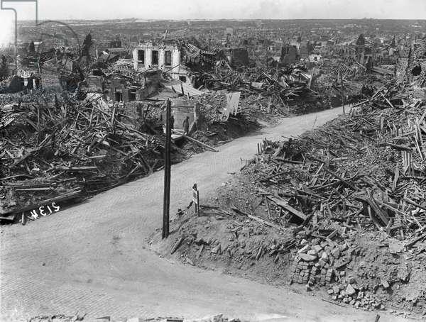 Ruins, Lens, 1917 (b/w photo)