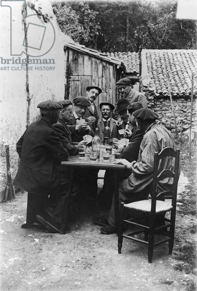 Card game between Basques (b/w photo, c.1900)