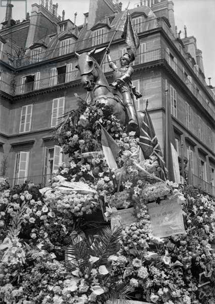 Joan of Arc Festival, Place des Pyramides, Paris, 1915 (b/w photo)