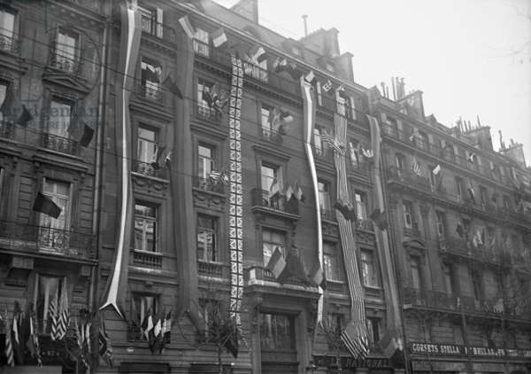 Building decked with French and Allied flags, boulevard Haussmann, Paris, 1918 (b/w photo)