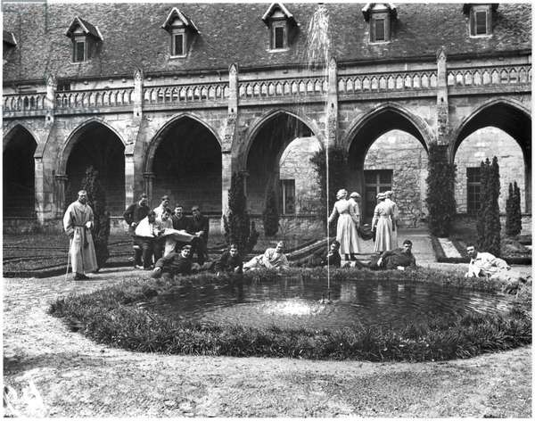 Wounded soldiers of the Scottish Women's Hospital in the gardens of the Abbey of Royaumont, 1915 (b/w photo)