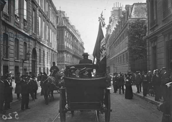 Italians in Paris, 1915 (b/w photo)