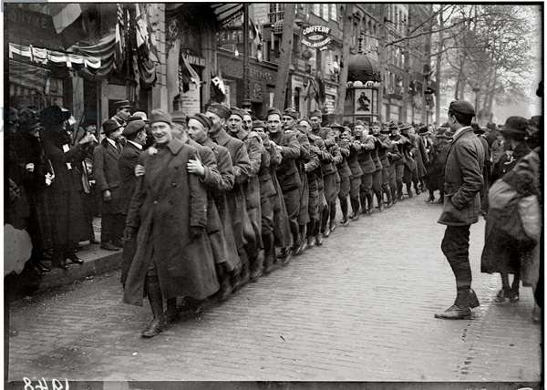 Procession of American soldiers through the boulevards of Paris, 11th November 1918 (b/w photo)