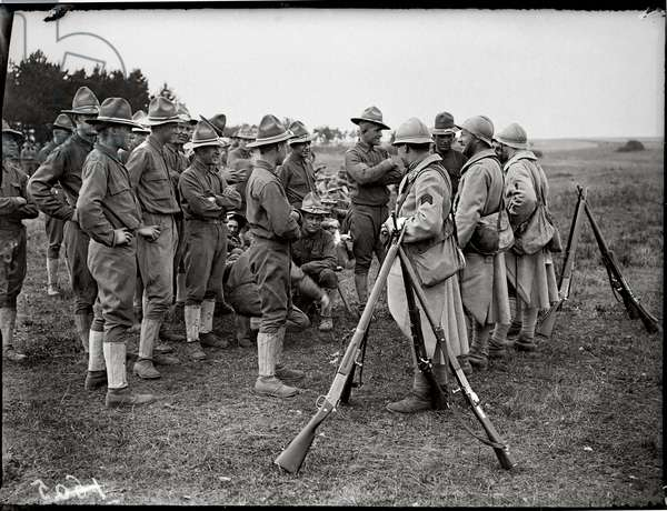 French and American Soldiers, 1917-18 (b/w photo)