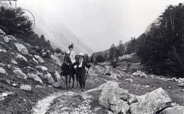 Excursion in the Marcadau Valley (b/w photo, circa 1900)