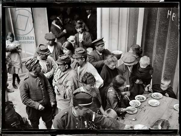 Soldiers distributing rations to refugees in the barracks, Paris, 1914 (b/w photo)