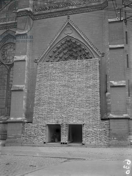 Cathedral of Our Lady, portal protected by sand bags, Amiens, c.1915 (b/w photo)