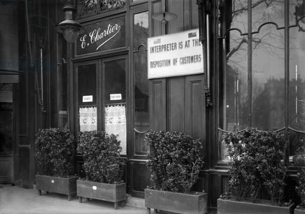 Restaurant E. Chartier informing his foreign customers that they have an interpreter at their disposal, Paris, 1918 (b/w photo)
