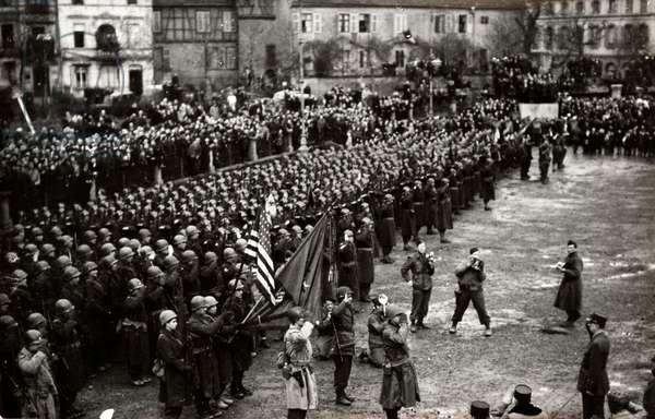 Voyage of General Charles de Gaulle (1890-1970) to Alsace, Colmar, review of the troops - Photography 12/02/1945