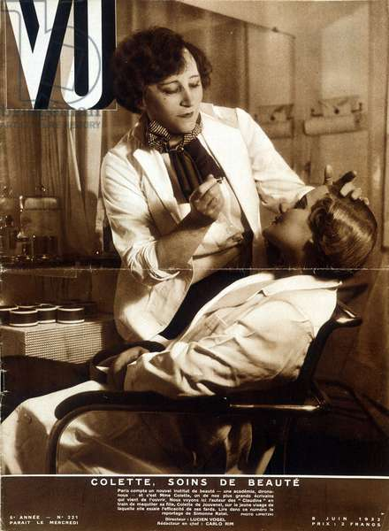 """Colette's beauty institute: Colette makes up her daughter - in """""""" Vu"""""""" from 08/06/1932"""