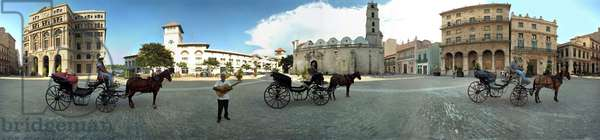 Plaza San Francisco, with caleches and musician, Havana. Panoramic 360 degrees by Leonard de Selva, Cuba, 2001.