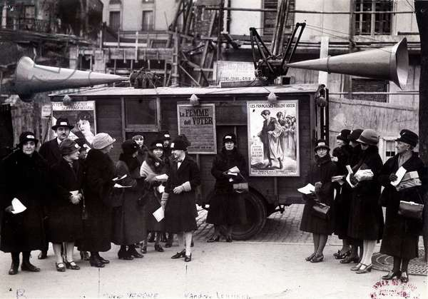 "Suffragettes and their signs: ""The French want to vote"", circa 1920"