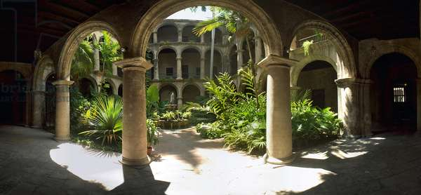The cloister of the monastery of San Francisco de Asis, Havana. Photograph by Leonard de Selva, Cuba, 2001.