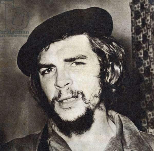 "Portrait of Ernesto Rafael Guevara de la Serna dit Che Guevara (1928-1967), during the Cuban Communist Revolution in 1959. Photograph, in """" Bohemia"""", January 11, 1959, Cuba."