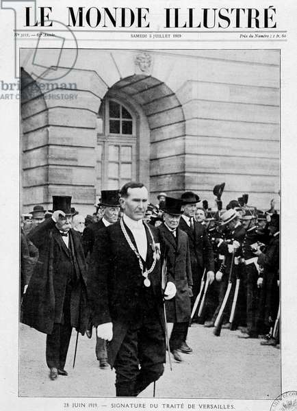 """Georges Benjamin Clemenceau (1841-1929), Woodrow Wilson (1856 - 1924), David Lloyd George (1863-1945) and Vittorio Orlando (1860-1952) come out of the conference (signature of the Treaty of Versailles on 28 June 1919), cover """""""" The Illustrated World"""""""""""" of 05/07/1919."""